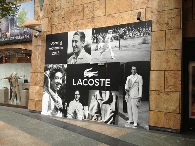 Sticker-wand-LAcoste-Rotterdam-winkel